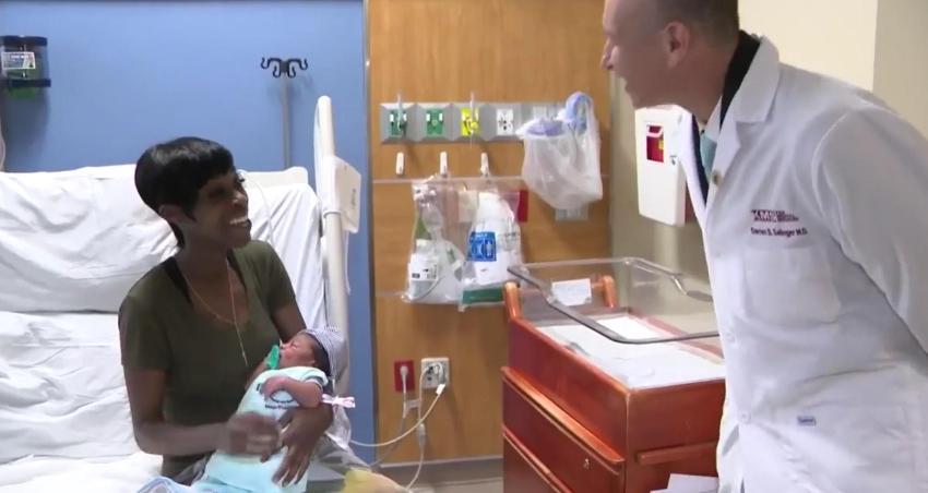 Hospital del sur de la Florida ofrece sacos de dormir gratis a los recién nacidos