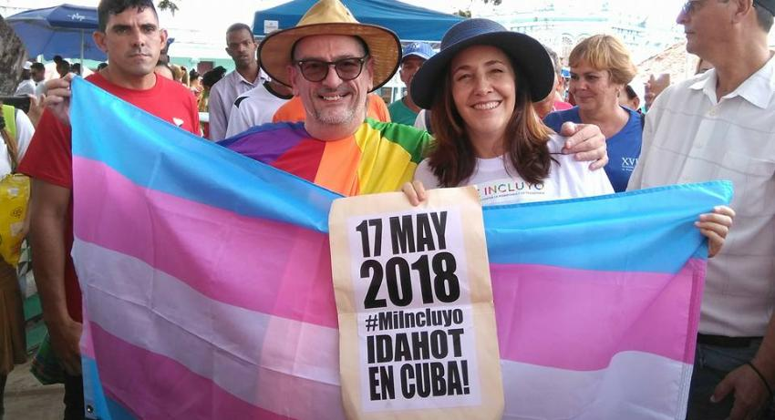 Cuba prohíbe la entrada a activista LGBTI estadounidense que regaló un brazalete arcoiris a Mariela Castro