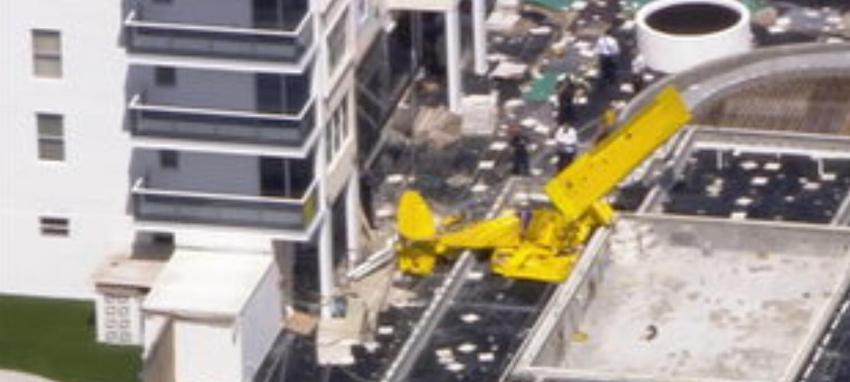 Se estrella una avioneta contra un edificio en Fort Lauderdale