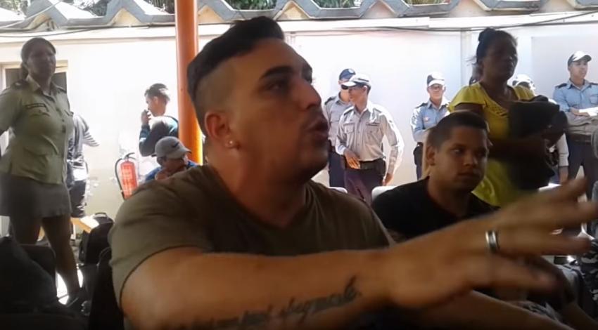 """Cubano de los 68 deportados a Cuba por México cuenta su experiencia: """"Muchos otros quedaron muertos en la selva"""""""