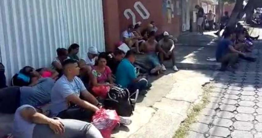 Cubanos hablan desde Tapachula en México donde han quedados varados y viven con el miedo en el cuerpo de ser deportados
