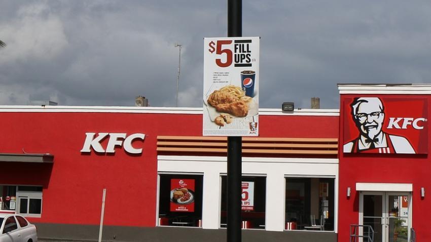 Inspectores de salud encuentran cucarachas vivas en restaurante KFC en Miami Gardens