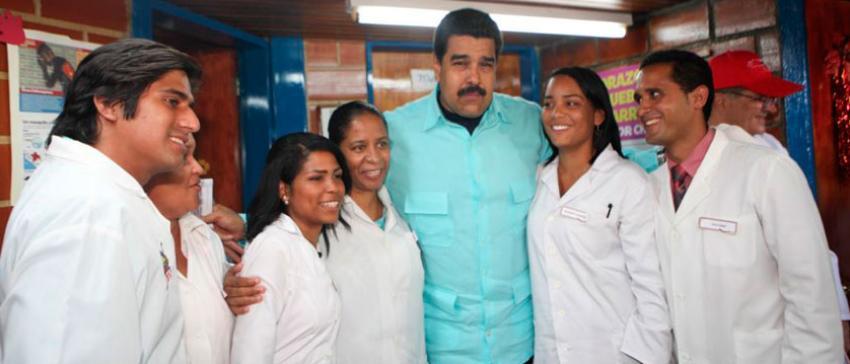 Médicos cubanos en Venezuela utilizados por Maduro y por el régimen de La Habana para presionar a los votantes