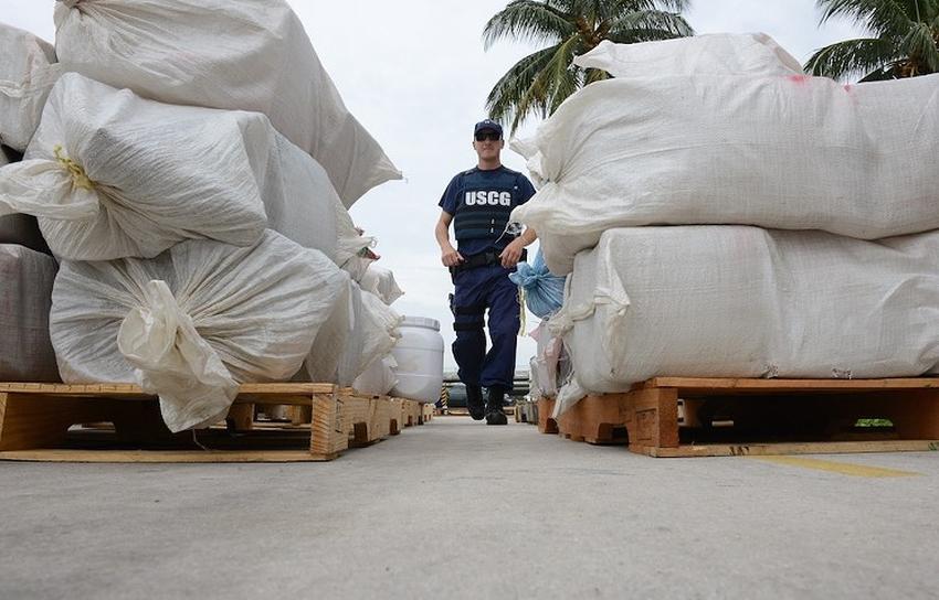 Guardia costera de Estados Unidos llega a Miami Beach con cocaína por un valor de 360 millones de dólares