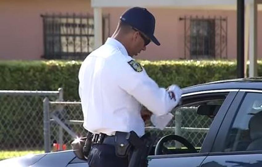 Policía de Hialeah lleva a cabo operativo para agarrar a conductores sin seguro de auto
