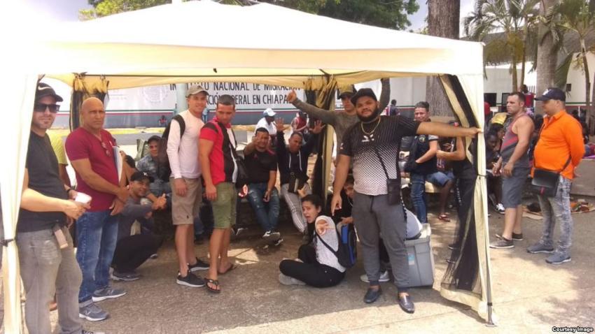 Treinta cubanos en Tapachula se declaran en huelga de hambre para exigir les dejen continuar hacia EEUU