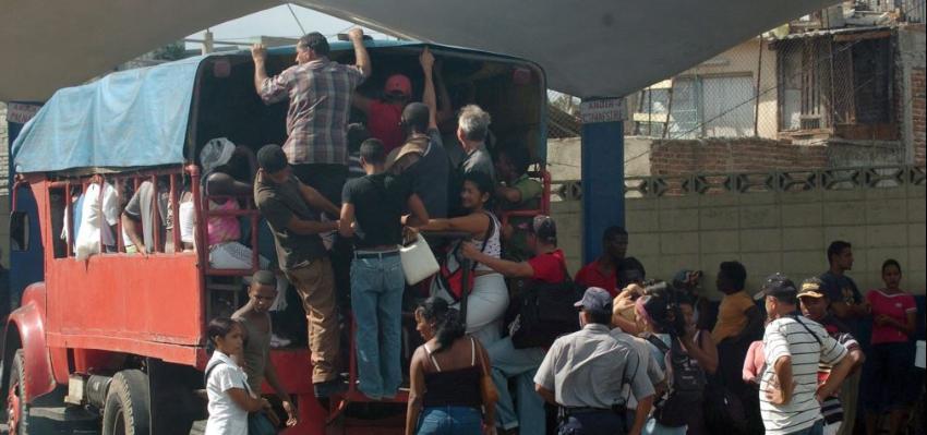 """Camioneros privados en Cuba enfrentan el decomiso de sus vehículos y hasta condenas en prisión por el delito de """"receptación"""""""