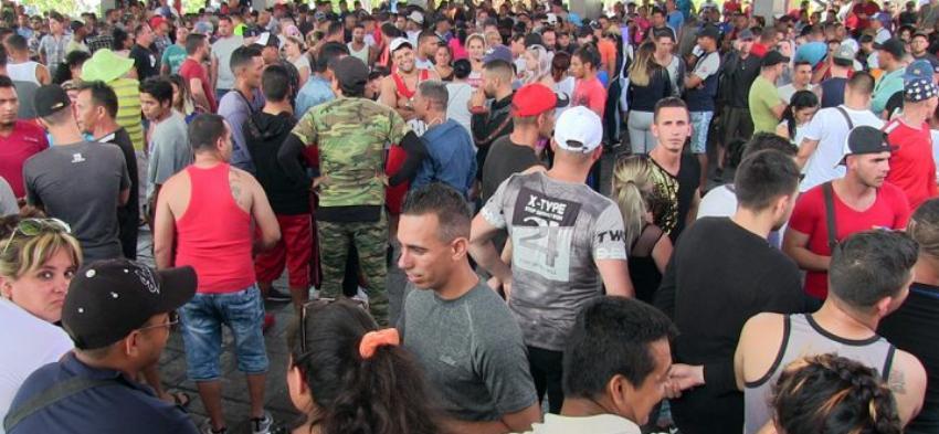 Cubanos varados en Tapachula sugieren que el presidente de México López Obrador pactó con el Gobierno cubano para impedirles el libre tránsito