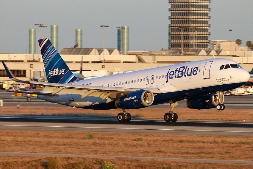 Problemas en los programas de la aerolínea JetBlue provoca retrasos en varios aeropuertos de Estados Unidos