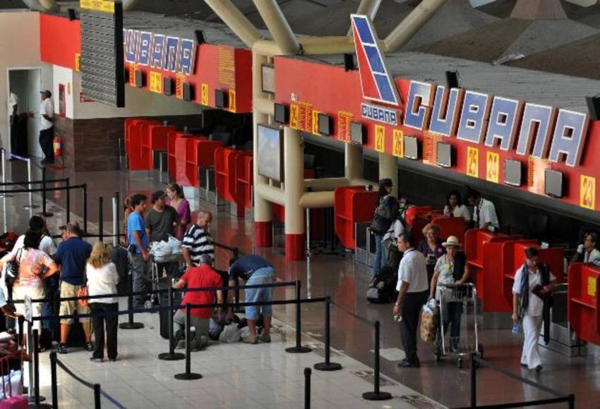 Captan en cámara el momento en que las autoridades en el aeropuerto en Cuba impiden a un opositor viajar