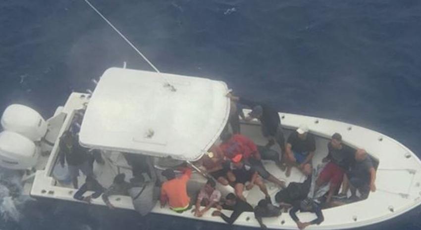 Crucero de Carnival se desvía para rescatar a 22 balseros cubanos en camino a México