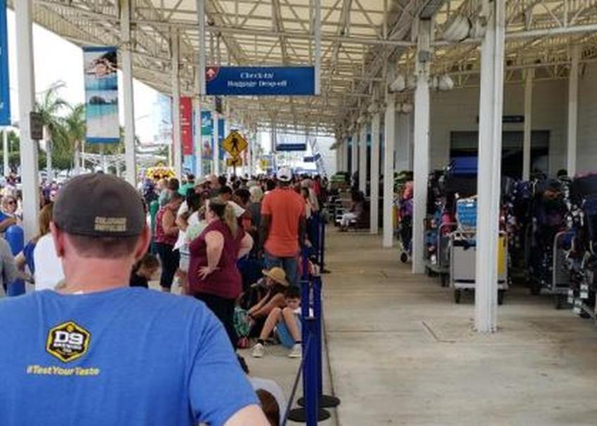 Crucero de Carnival en Miami retrasa la hora de abordar causando frustración en cientos de viajeros
