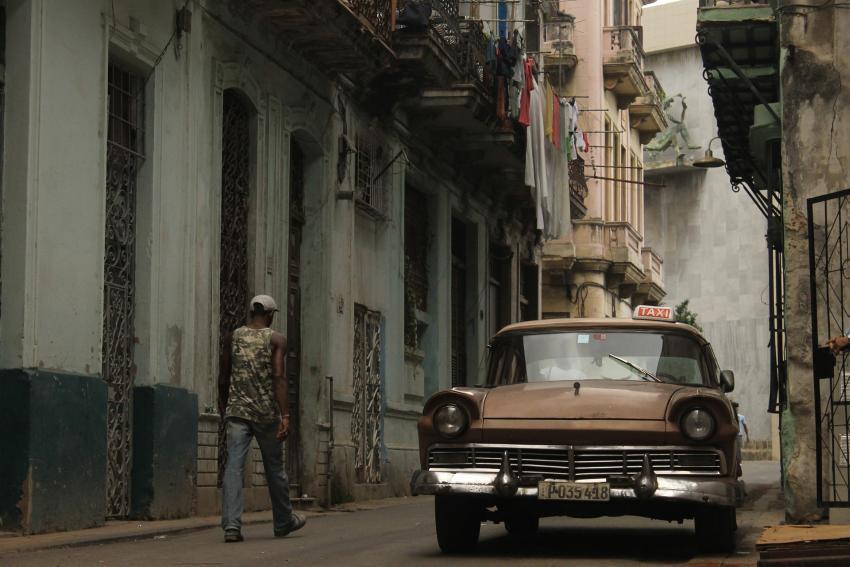 Intensas lluvias llevan a otro derrumbe en la Habana Vieja