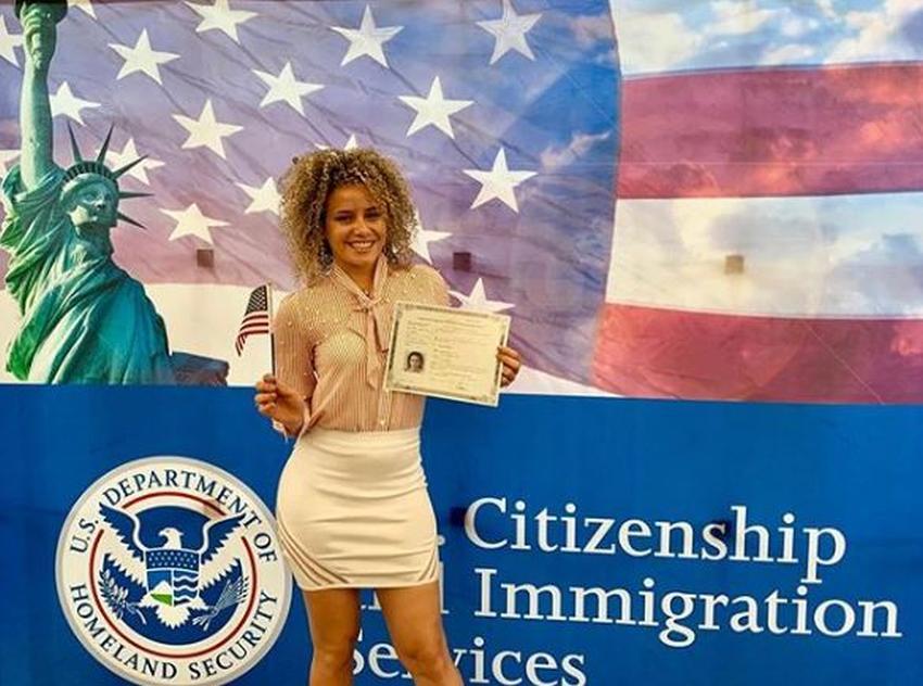 Bailarina cubana Daniela Darlin feliz tras obtener la ciudadanía de Estados Unidos