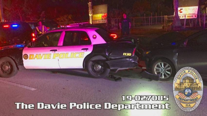 Conductor del sur de la Florida choca contra patrulla de la policía por estar mirando el teléfono