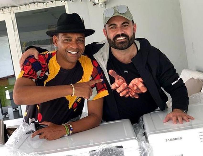 Enrique Santos le compra electrodomésticos a Descemer Bueno tras robo de su casa en Miami