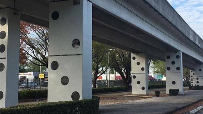 """Diseño de """"fichas de dominó"""" en la US1 se convierte en la nueva sensación para tomarse selfies en Miami"""