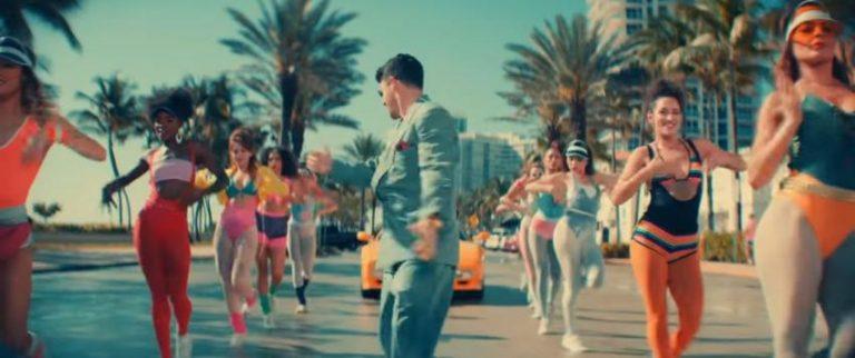 """Los Jonas Brothers estrenan video musical grabado en Miami Beach: playa, sol, palmeras, y chicas en licras en un entorno """"Miami Vice"""""""