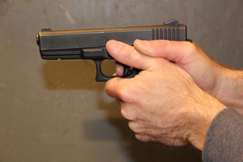 Guardia de seguridad en Florida es arrestado por dispararse a sí mismo en una pierna
