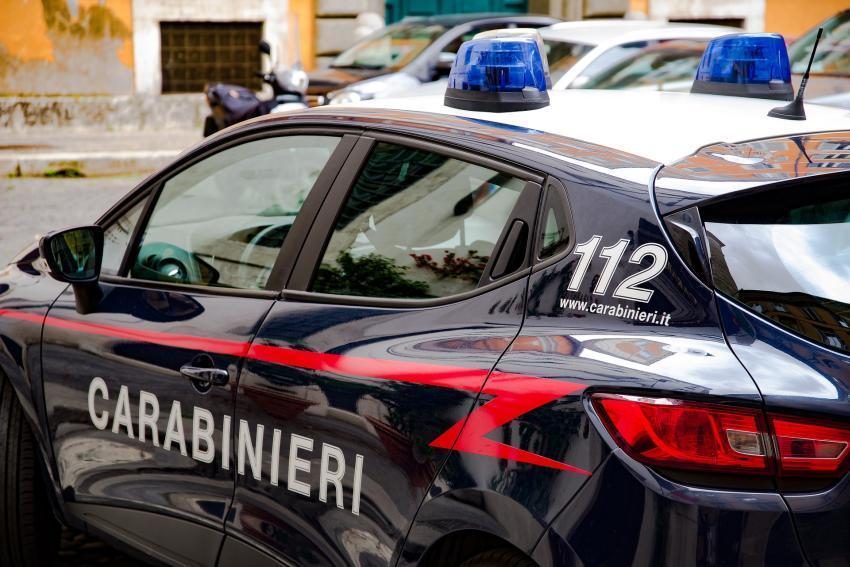 Arrestan a un cubano y un rumano en Italia que intentaron atropellar a un policía italiano; el auto en que viajaban era robado
