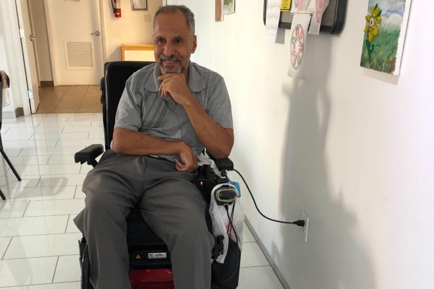 Cubano discapacitado de Miami pide ayuda luego de accidente para poder comprarse una silla eléctrica que su seguro no quiere pagar