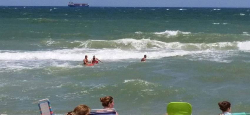 Aviso: Bañistas del sur de la Florida no deben meterse al agua este domingo por resaca potencialmente mortal