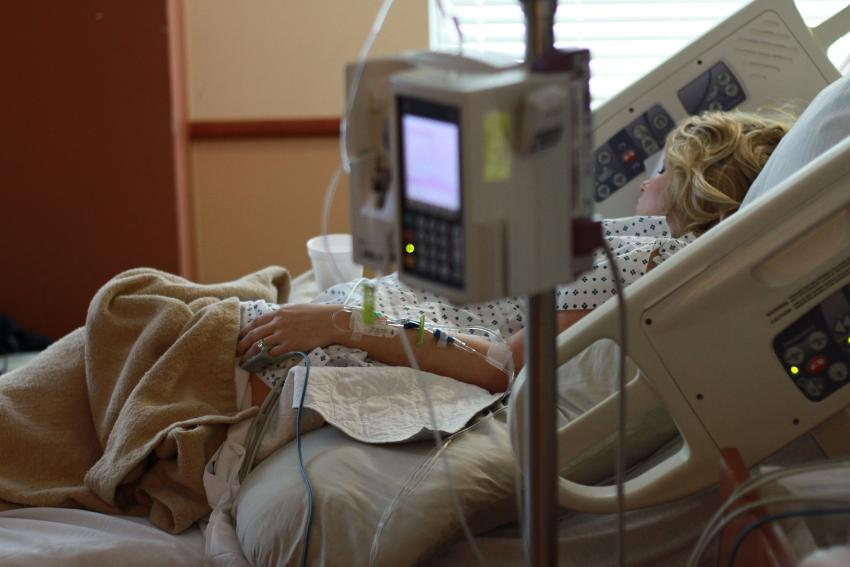 Estadounidenses piden prestado 88 mil millones de dólares por año para pagar por servicios de salud