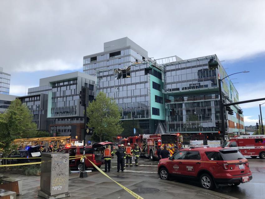 Una grúa de construcción se desploma sobre varios vehículos en Seattle; se reportan 4 muertos