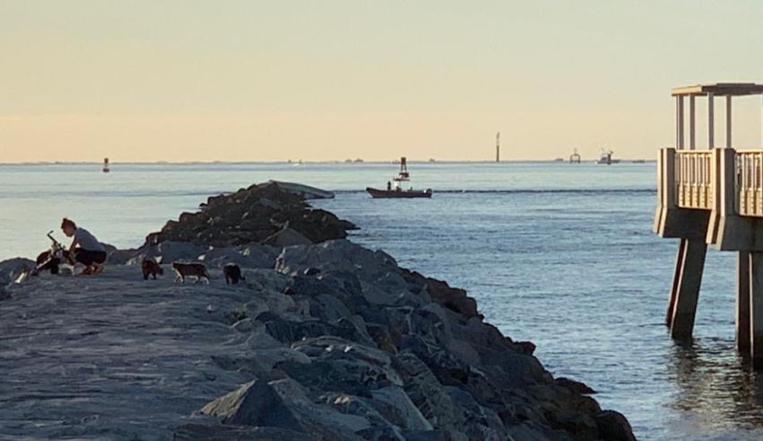 Bote choca contra el embarcadero de South Pointe en Miami Beach; se reportan dos muertos y un herido