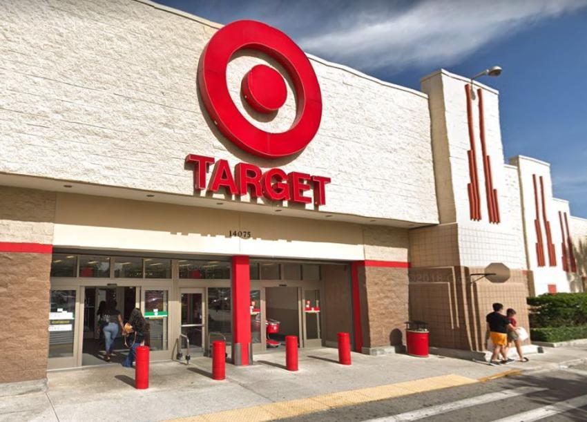 Target anuncia aumento de salario mínimo a $13 la hora