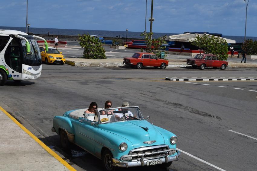 """El Ejecutivo de España """"respaldará"""" de manera absoluta a las empresas españolas en Cuba"""