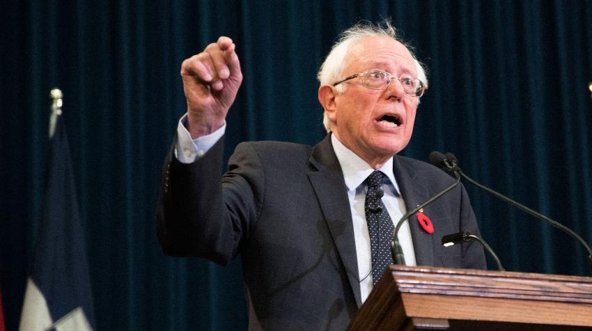 Operan al demócrata Bernie Sanders por un bloqueo arterial; suspende eventos de campaña hasta nuevo aviso
