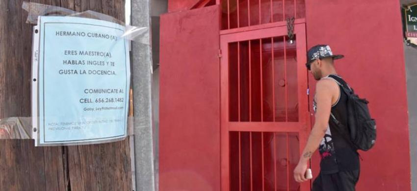 Colegios privados en Ciudad Juárez ofrecen trabajo temporal a los migrantes cubanos como maestros de inglés