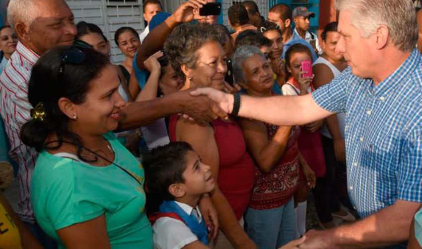 """Díaz-Canel admite que Cuba vive """"momentos difíciles"""" y culpa al embargo de EEUU"""