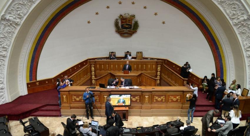 Amenaza de bomba provoca el cierre del edificio del Parlamento venezolano