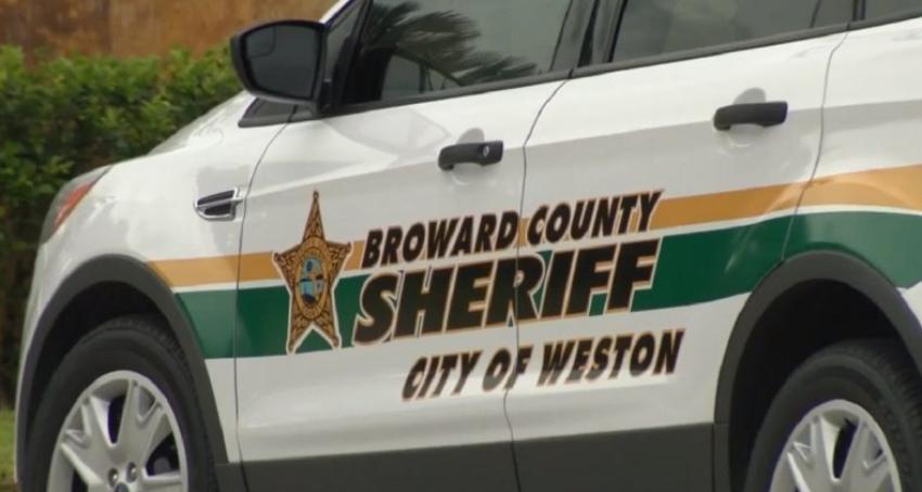 Investigan asesinato de una mujer en Weston, Florida