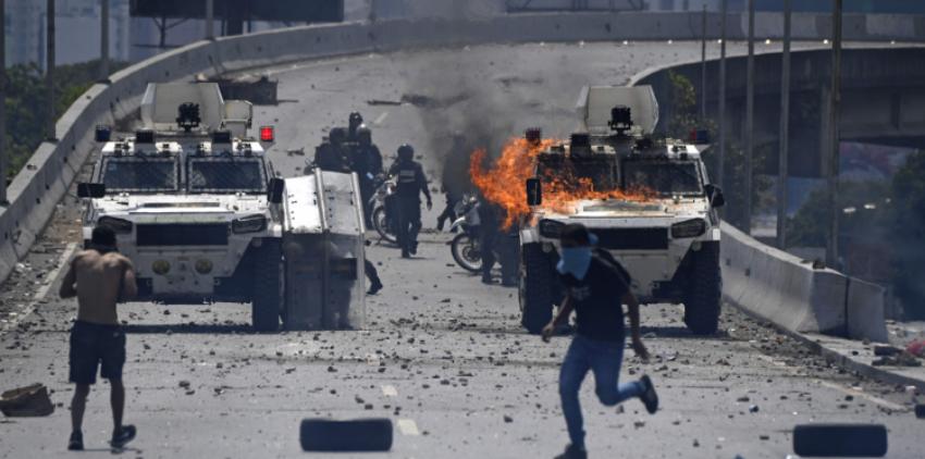 Un muerto y un centenar de heridos se registraron en la larga jornada de protestas en Venezuela