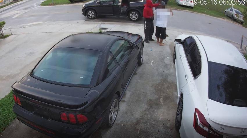 Policía busca a 4 sospechosos involucrados en ola de asaltos el mismo día en el suroeste de Miami