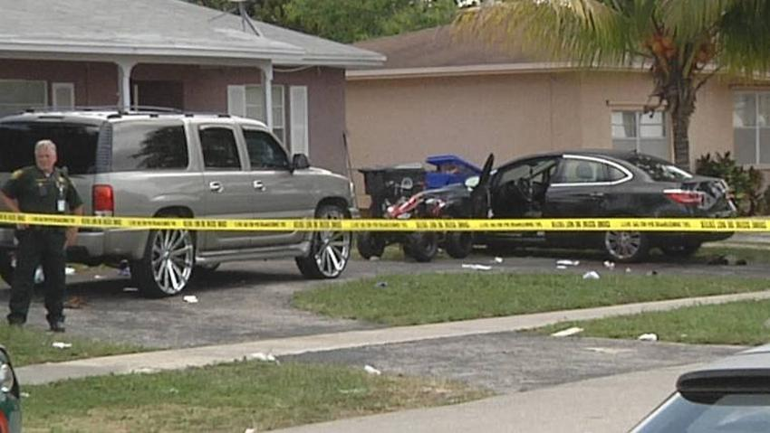 Hombre del sur de Florida mata a puñaladas a su padre, hiere a su madrastra, y después se apuñala a sí mismo