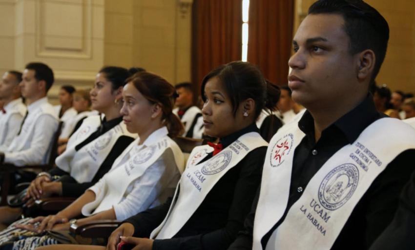 Cien jóvenes cubanos reciben el título de Técnico Universitario en Cocina y Gastronomía por la Universidad Católica de Murcia