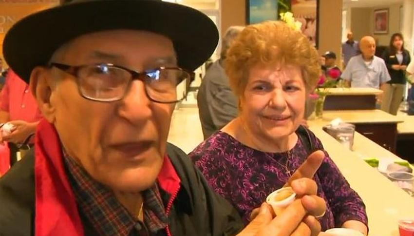 Anciano cubano de Hialeah retirado de la Guardia Costera asegura que llegará a los 102 años, con amor, dominó y su cafecito cubano