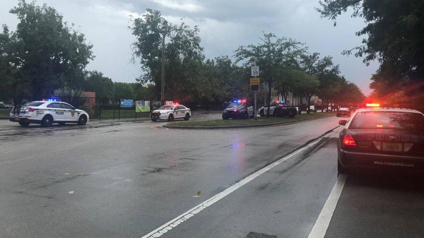 Tres jóvenes son apuñalados afuera de la Escuela Secundaria Félix Varela en Miami
