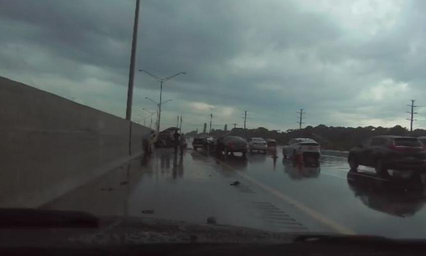 Oficial de la patrulla de carreteras de Florida golpeado por un auto en la I-95 en Boynton Beach