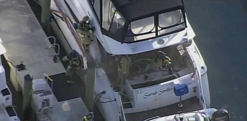 Bomberos responden a un incendio en un yate en el muelle de Bayside en el Downtown de Miami