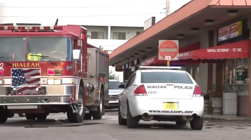 Un hombre es apuñalado en el estacionamiento de un centro comercial en Hialeah