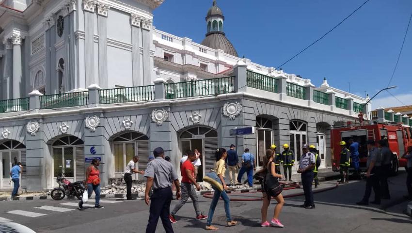 Cortocircuito provoca incendio en los bajos de la Catedral de Santiago de Cuba