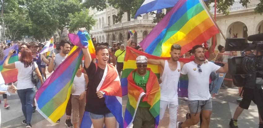 Comienza marcha independiente de la comunidad gay en Cuba desafiando al CENESEX