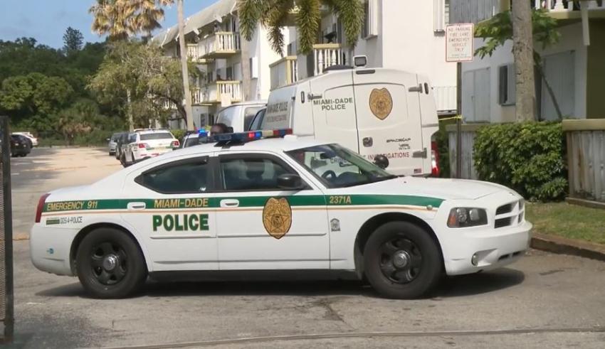 Un hombre muere baleado en complejo de apartamentos en el noreste de Miami