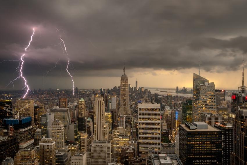 Tormentas con fuertes lluvias, vientos y granizo azotarán la región central de los Estados Unidos; decenas de tornados reportados