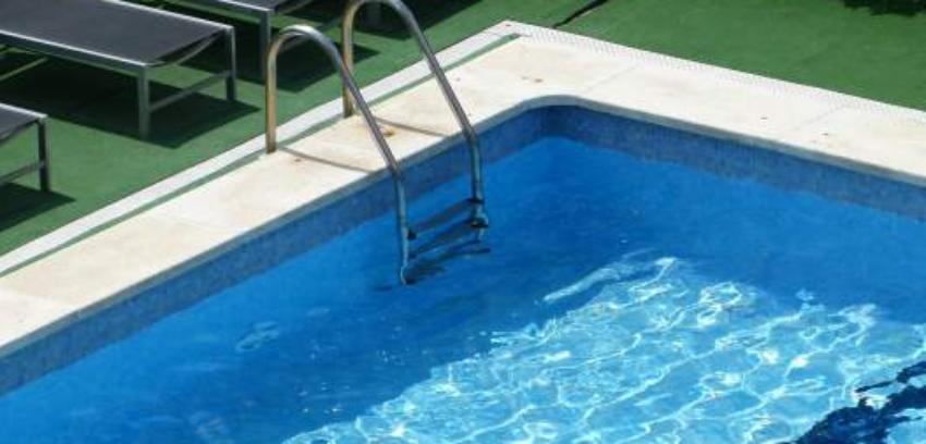 En estado crítico pequeño de tres años, tras casi ahogarse en una piscina en Florida